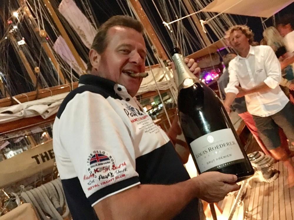 Rental yacht Mandelieu-la-Napoule - Jeanneau Leader 8 on SamBoat