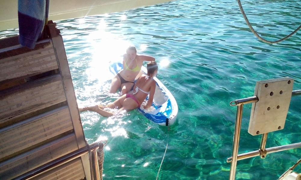 Boat rental Athens cheap Gin Fizz
