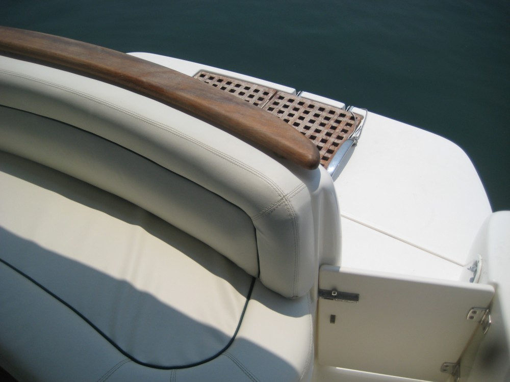 Rental Motorboat Jeanneau with a permit