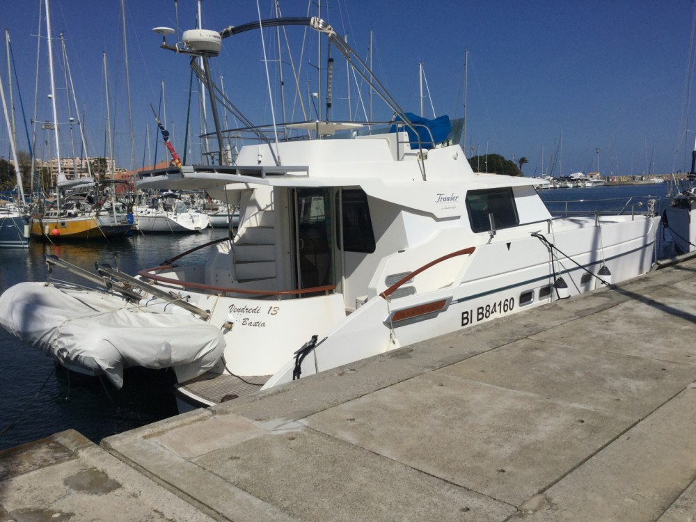 Hire Motorboat with or without skipper Fountaine Pajot Saint-Cyprien
