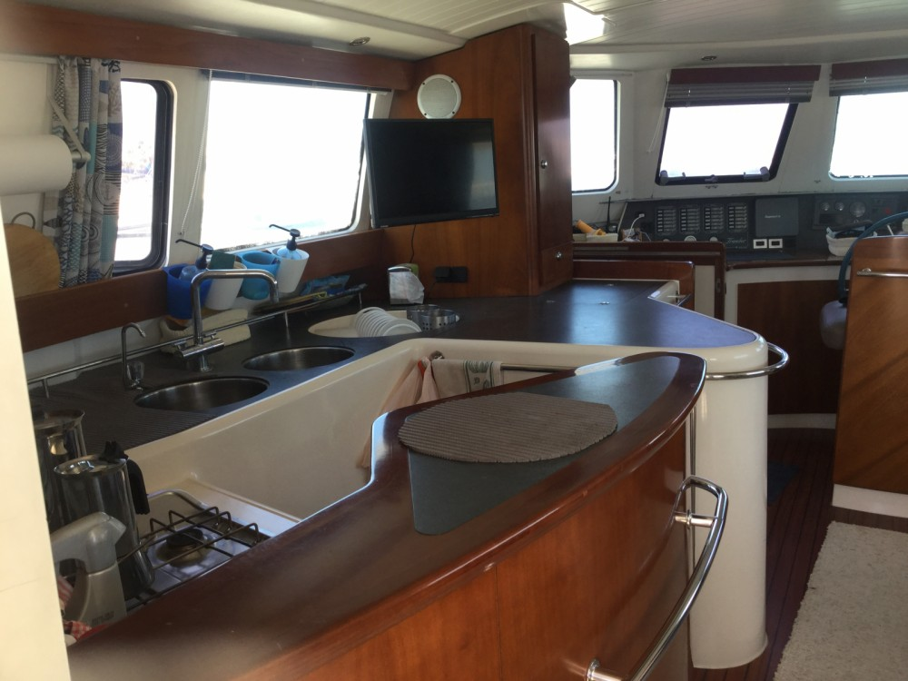 Rental Motorboat in Saint-Cyprien - Fountaine Pajot Maryland 37