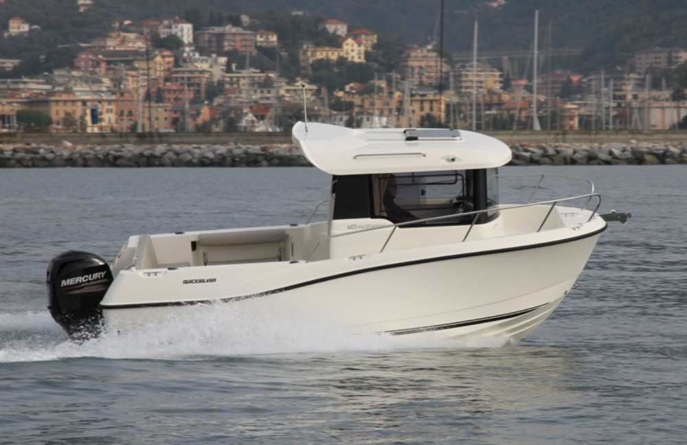 Motorboat for rent Clohars-Carnoët at the best price