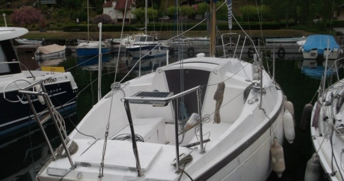Sailboat for rent Conjux at the best price