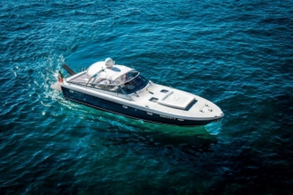 Rental Motorboat in  - Itama Itama 46