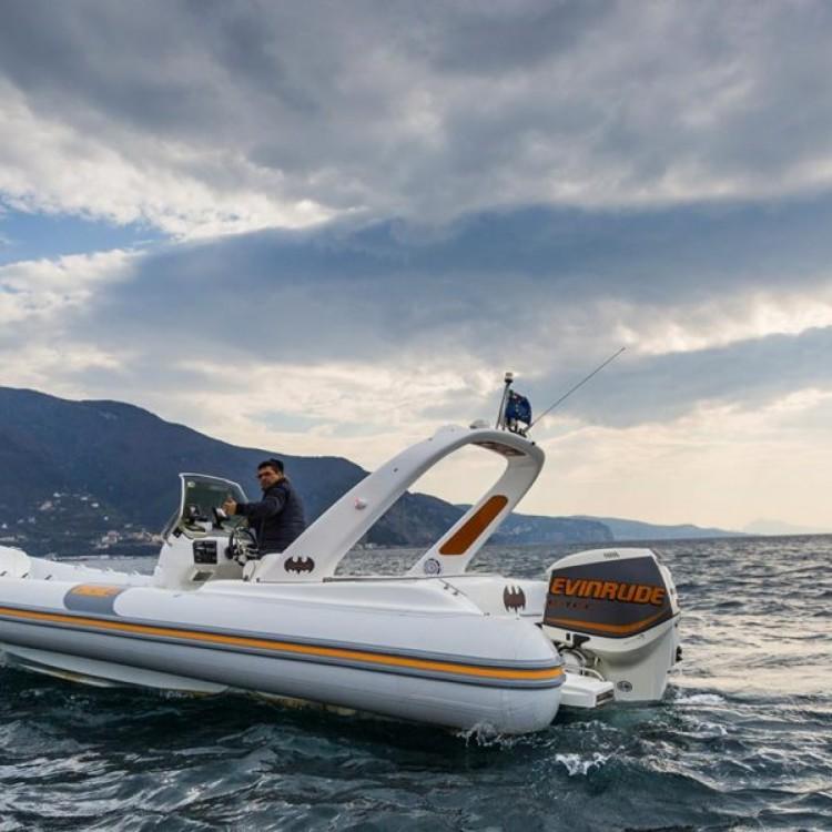 Boat rental Castellammare di Stabia cheap SUZUKI 2*300hp