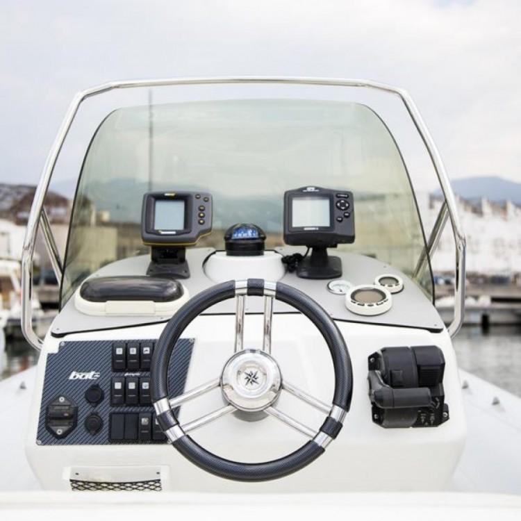 Boat rental Vira SUZUKI 2*300hp in Castellammare di Stabia on Samboat