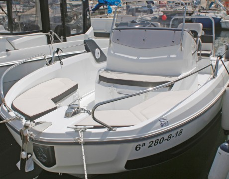 Motorboat for rent Barcelona at the best price