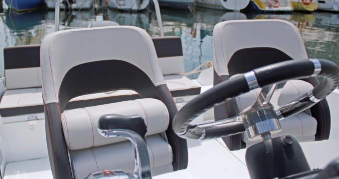 Boat rental Barcelona cheap Flyer 6.6