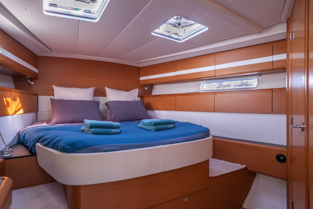 Rental yacht Le Grau-du-Roi - Jeanneau Jeanneau 53 on SamBoat