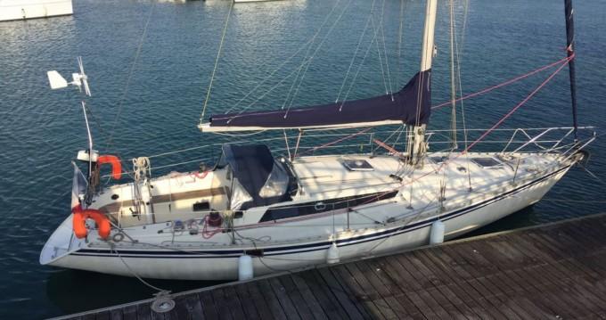 Boat rental Jeanneau Sun Fizz in La Rochelle on Samboat