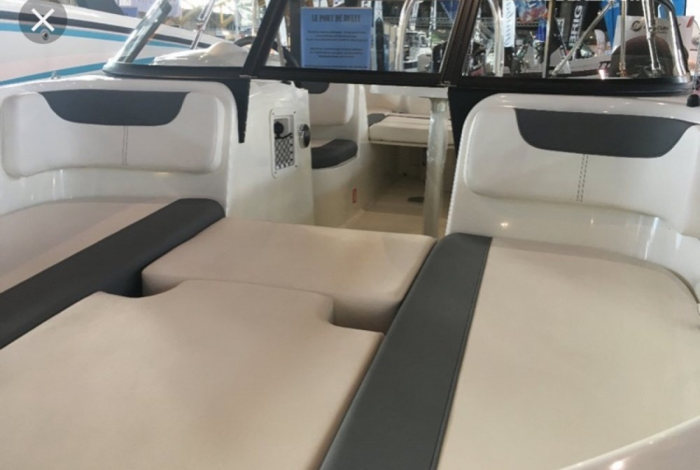 Rent a Bayliner E6 Annecy