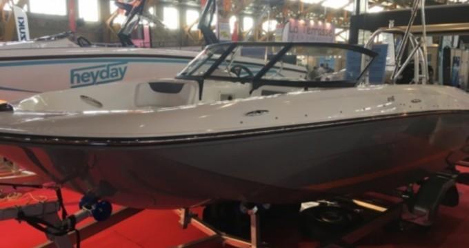 Rental Motorboat in Annecy - Bayliner E6