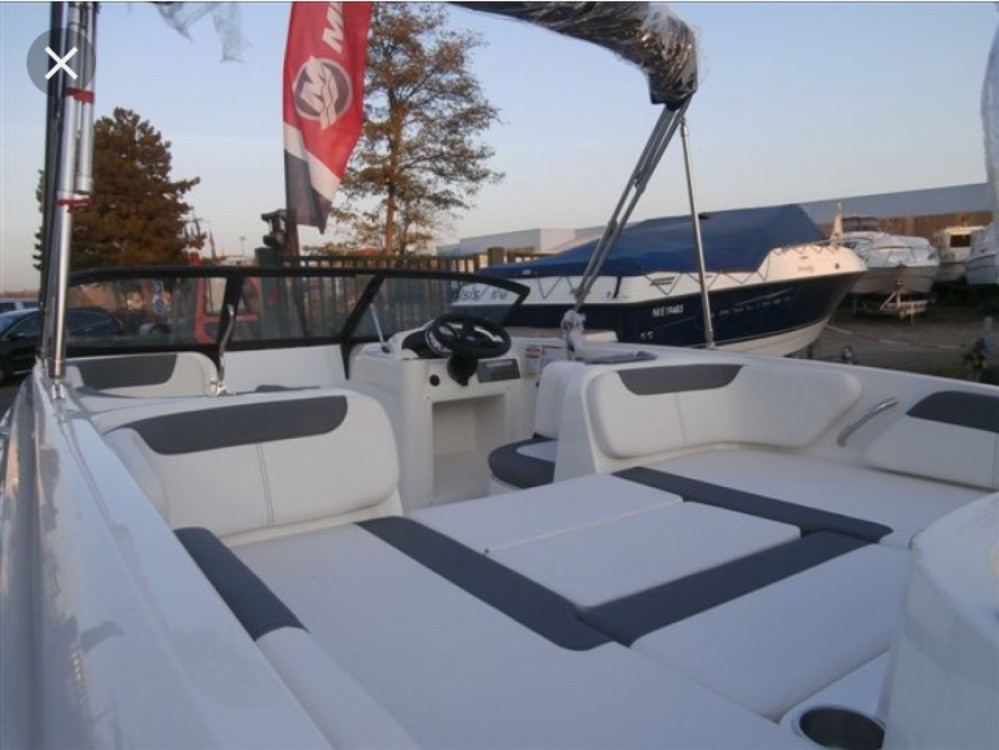 Hire Motorboat with or without skipper Bayliner Annecy