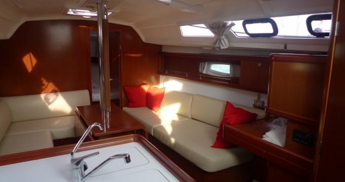 Boat rental Île des Embiez cheap Oceanis 34