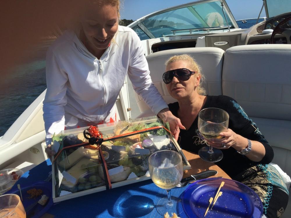 Rental yacht Mandelieu-la-Napoule - Four Winns Vista 248 on SamBoat
