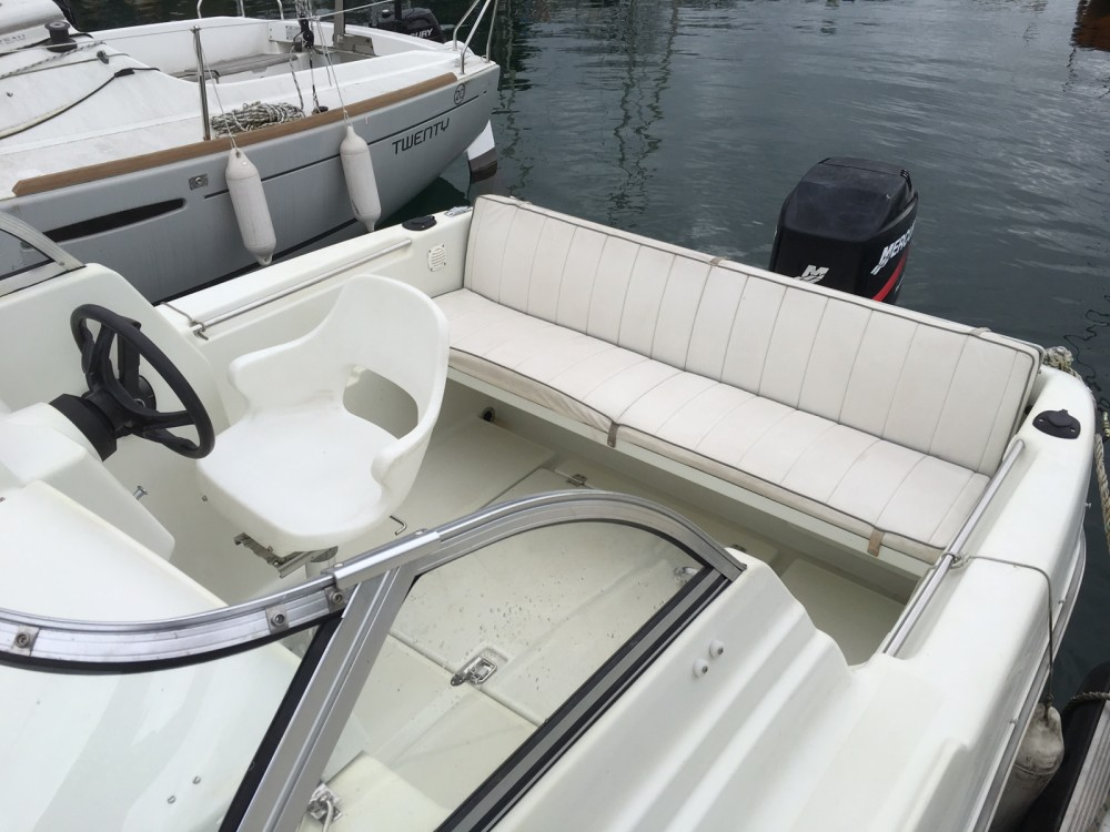 Motorboat for rent Évian-les-Bains at the best price