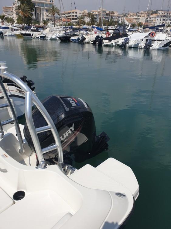 Rental yacht Altea - Bayliner E6 on SamBoat