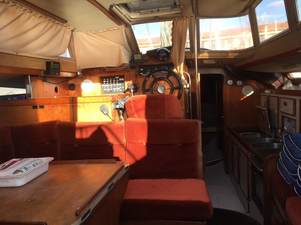Boat rental Jeanneau Espace 1000 in La Teste-de-Buch on Samboat