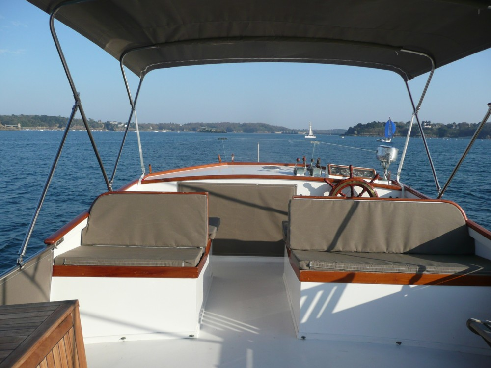 Rental Motorboat Grand Banks with a permit