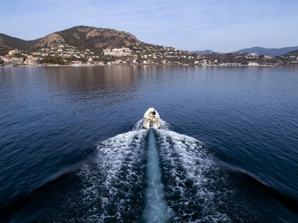 Rental RIB in Cannes - Zodiac Medline 650