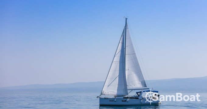 Rental Sailboat in Split - Bénéteau Oceanis 38.1