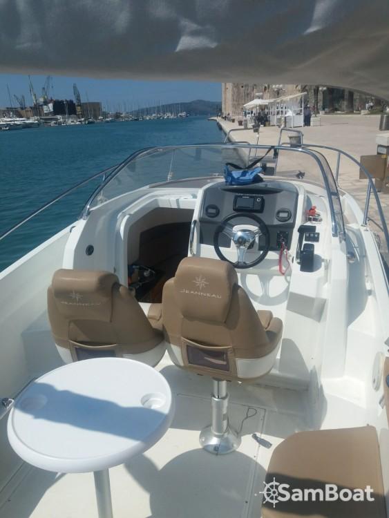 Rental Motorboat in Trogir - Jeanneau Cap Camarat 755 WA