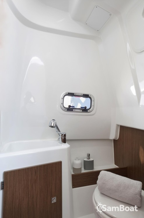 Boat rental Jeanneau Cap Camarat 9.0 CC in Cogolin on Samboat