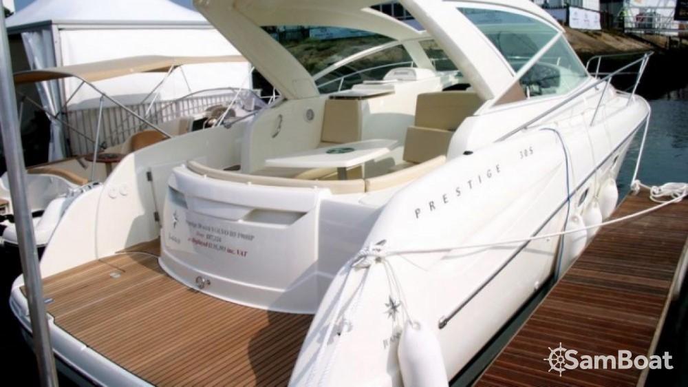 Boat rental Jeanneau Prestige 30 Sport Top in Fort-de-France on Samboat