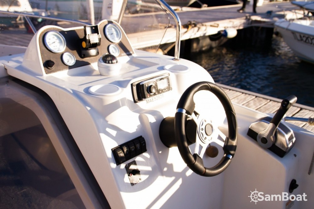 Quicksilver Quicksilver 675 Activ Sundeck between personal and professional Marseille
