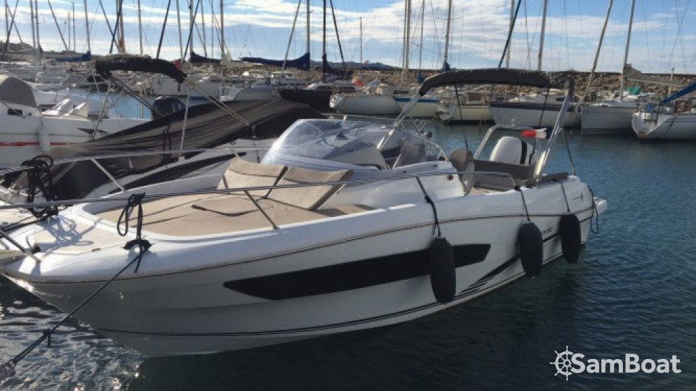 Hire Motor boat with or without skipper Jeanneau Six-Fours-les-Plages