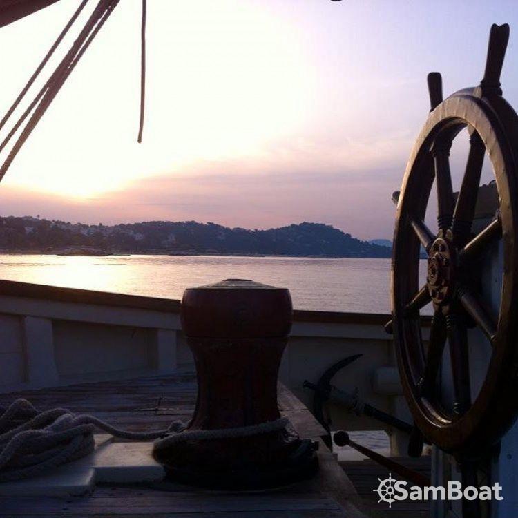 Rental Sailboat in Toulon - Ketch aurique