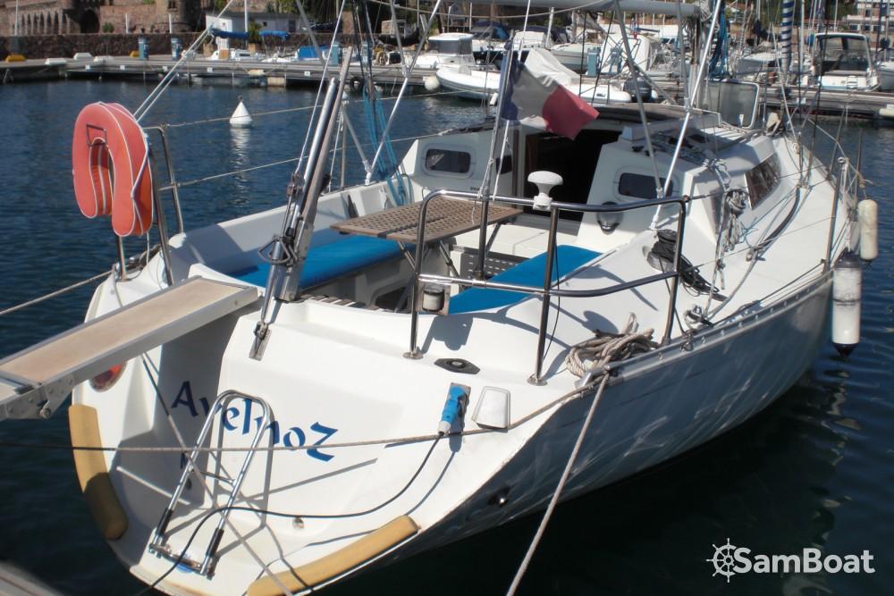 Boat rental Bénéteau First 305 in Mandelieu-la-Napoule on Samboat