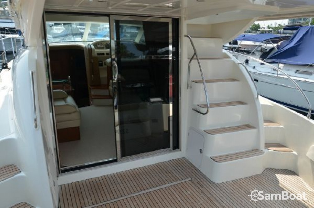 Jeanneau Prestige 42 Fly between personal and professional