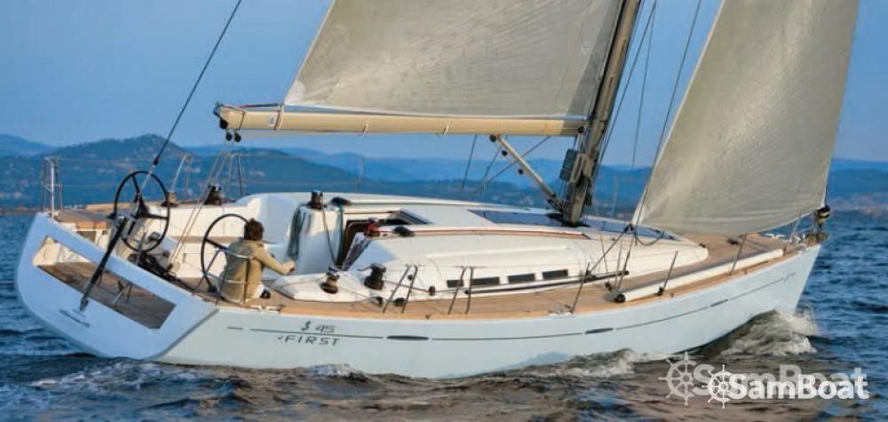 Rent a Bénéteau First 45 Toulon