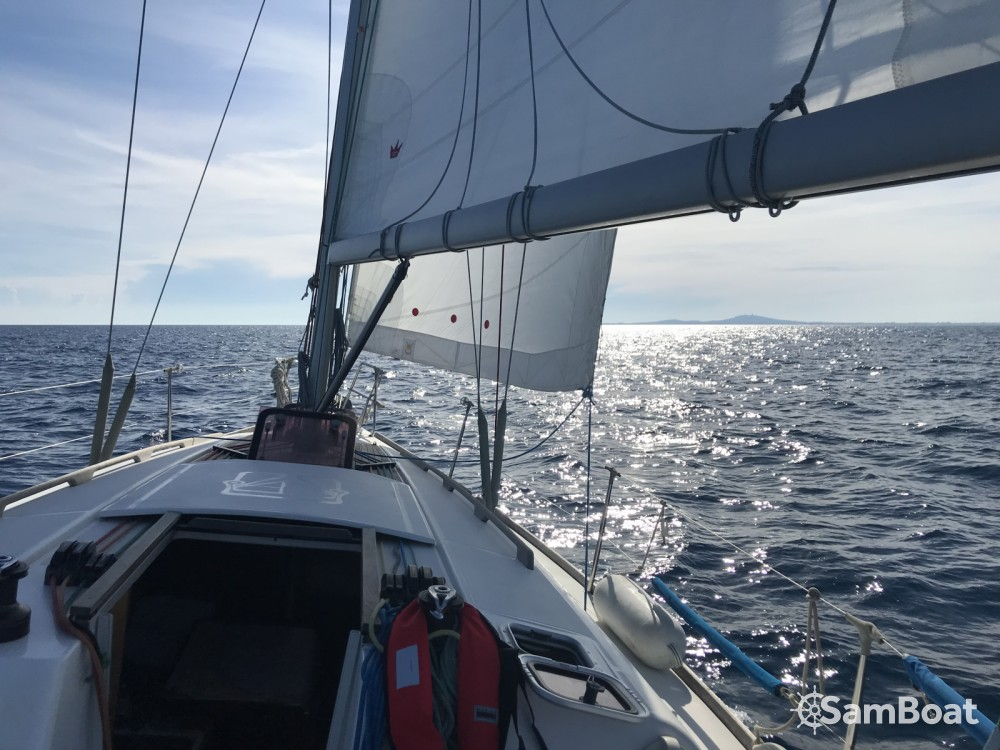 Rental Sailboat in Agde - Dufour Dufour 34 E Performance