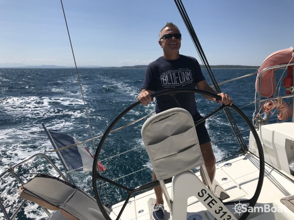 Boat rental Dufour Dufour 34 E Performance in Agde on Samboat