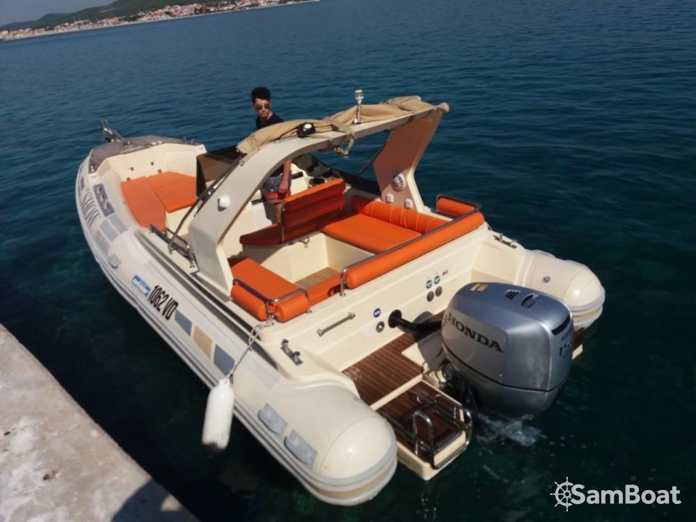 Boat rental Medulin cheap 22