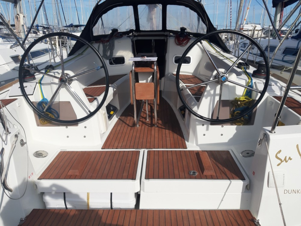 Rental Sailboat in Hyères - Jeanneau Sun Odyssey 349
