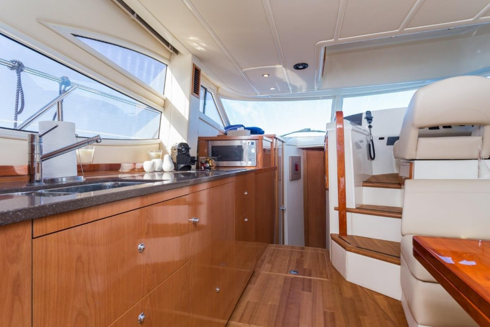 Rental yacht Antibes - Sealine F425 on SamBoat