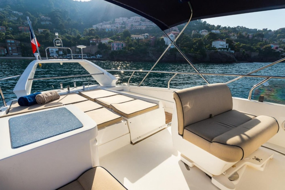 Boat rental Sealine F425 in Antibes on Samboat