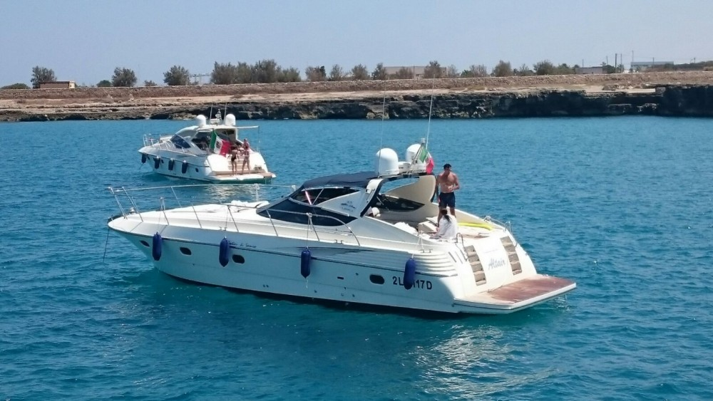 Motorboat for rent Monopoli at the best price