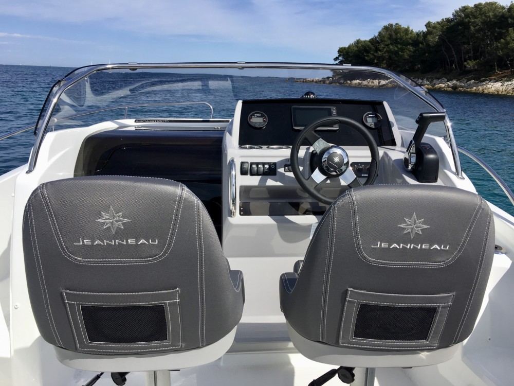 Hire Motorboat with or without skipper Jeanneau Antibes