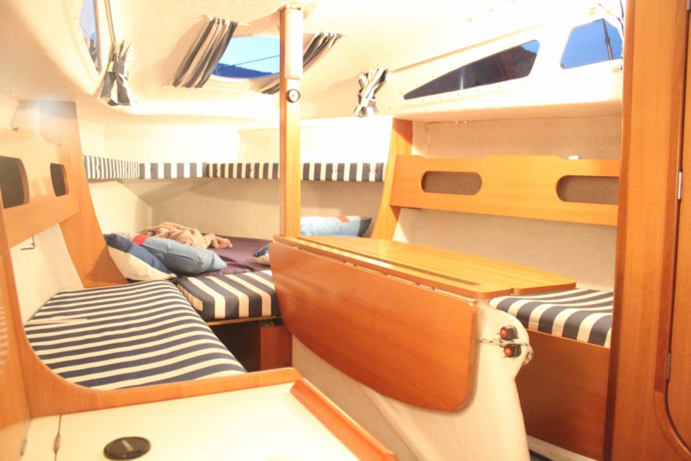 Hire Sailboat with or without skipper B2 Marine Rousset