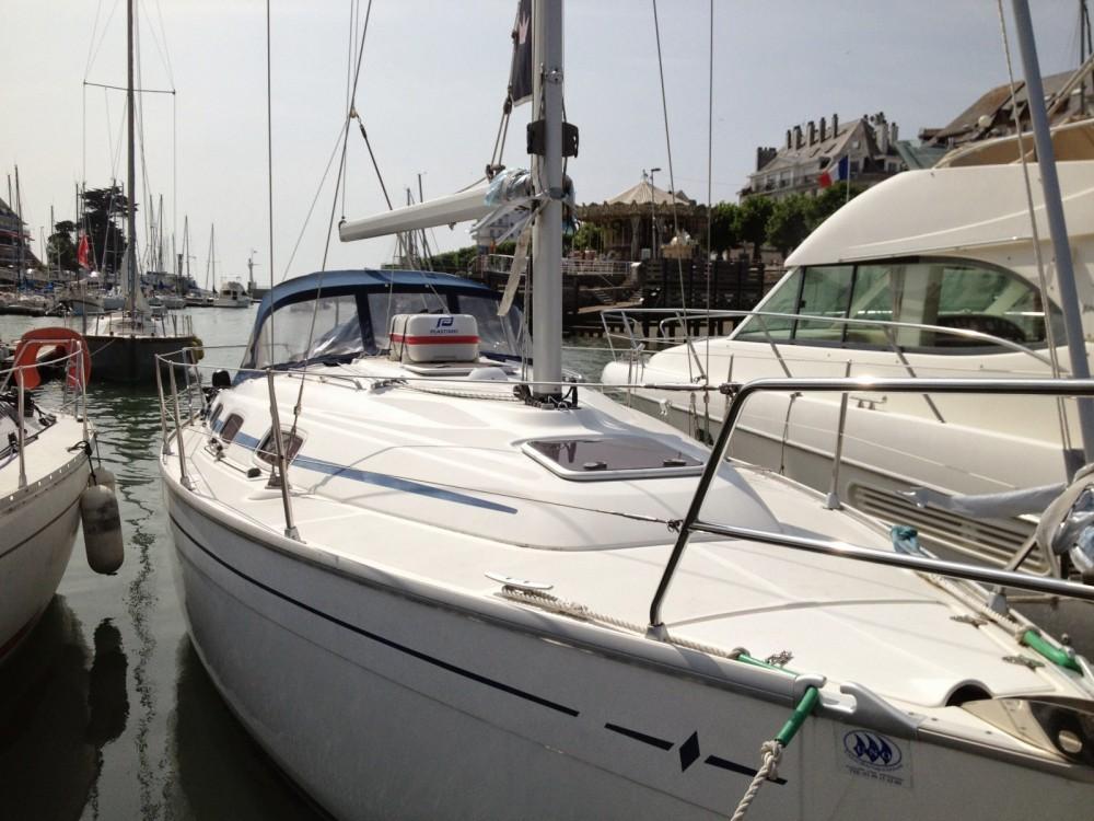 Boat rental Bavaria Bavaria 30 Cruiser in Piriac-sur-Mer on Samboat