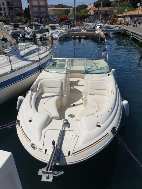 Rent a Sea Ray Sea Ray 210 Sundeck Porto-Vecchio