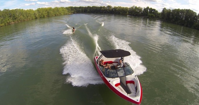 Motorboat for rent Virelade at the best price