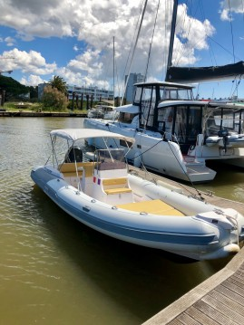Rental yacht Les Salins d'Hyères - Predator 730 on SamBoat