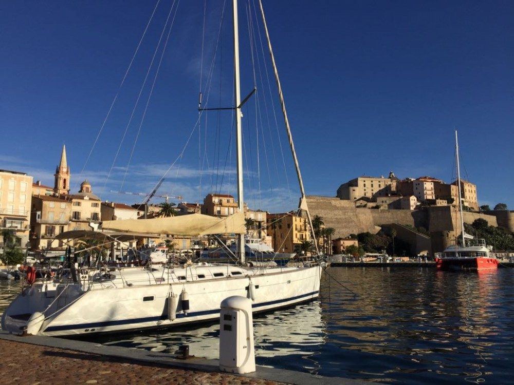 Rental yacht Pianottoli-Caldarello - Bénéteau Oceanis 523 on SamBoat