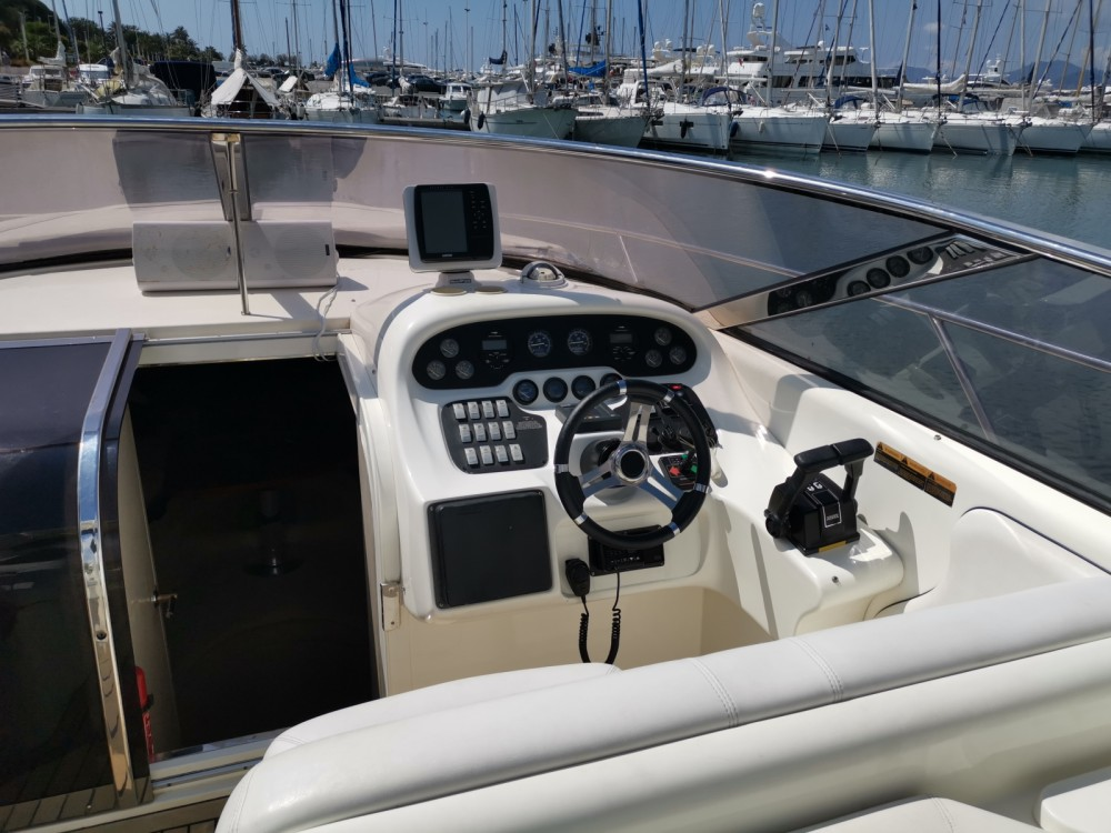 Rental yacht Cannes - Sunseeker Comanche 40 on SamBoat