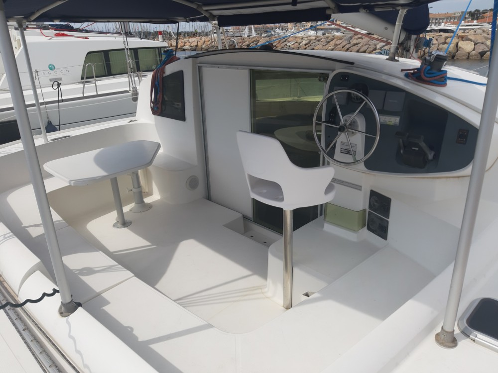 Boat rental Fountaine Pajot Athena 38 in Hyères on Samboat